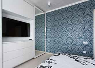 How to enjoy wallpapering success and avoid the perils!